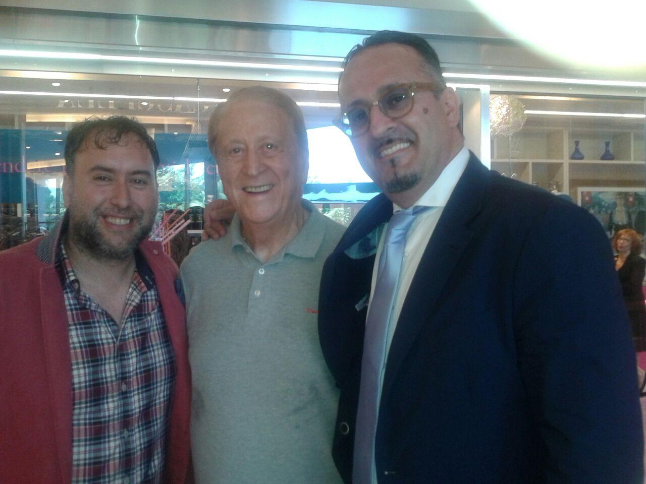 Alla sinistra di Biscardi il Sommelier Vinaccia, alla destra del giornalista sportivo dai capelli color vinaccia, un mio collega, lo Showmmelier Giampaolo Mariani