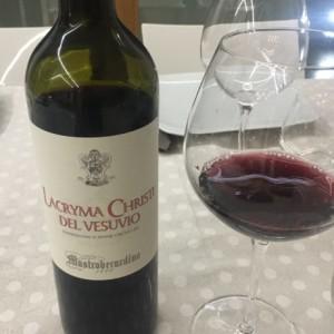 Lacryma-Chisti-del-Vesuvio-Rosso-Mastroberardino-690x460